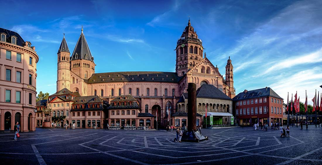 The Dom as the main catholic church in the heart of Mainz in Germany